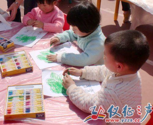 仪征一幼儿园举办户外主题绘画活动